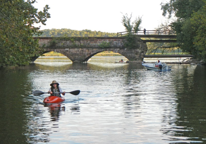This easy strip of the Potomac Heritage National Scenic Trail is great for even the most novice paddlers.
