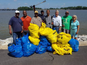 trash cleanup volunteers
